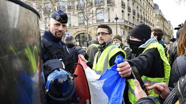 Акция протеста желтых жилетов во Франции