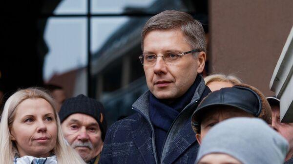Мэр Риги Нил Ушаков выступает на митинге в свою поддержку на Ратушной площади. 9 февраля 2019