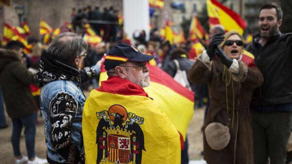 Участники митинга за единство Испании собрались на площади Колумба в Мадриде. 10 февраля 2019