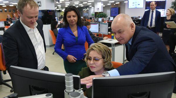 Председатель Совета Федерации РФ Валентина Матвиенко во время посещения МИА Россия сегодня