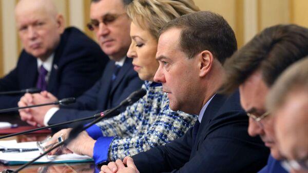 Дмитрий Медведев проводит встречу с членами Совета палаты Совета Федерации Федерального Собрания РФ. 12 февраля 2019