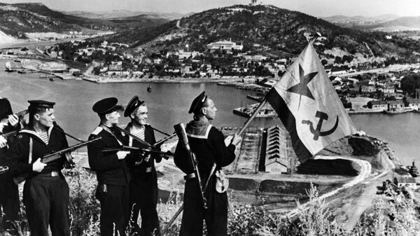 Высадка советских моряков в Порт-Артуре. Август 1945