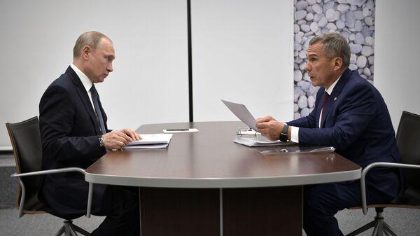Владимир Путин и президент Республики Татарстан Рустам Минниханов во время встречи. 13 февраля 2019
