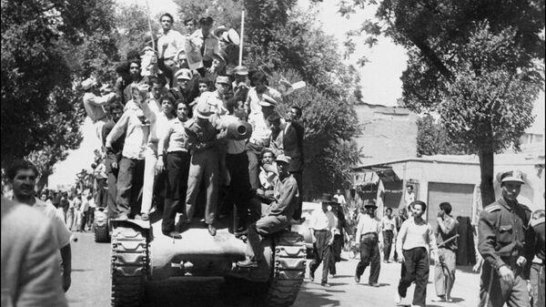 Иранские монархисты празднуют государственный переворот. 27 августа 1953
