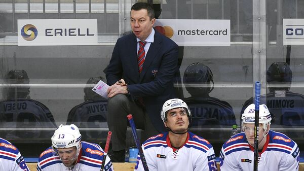 Главный тренер СКА Илья Воробьев и хоккеисты клуба
