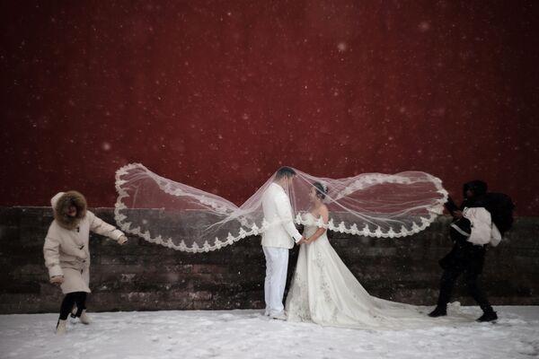 Свадебная фотосессия во время снегопада в Пекине, Китай