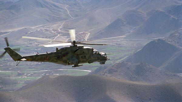 Вертолет Ми-24 направляется на боевое задание в Афганистане