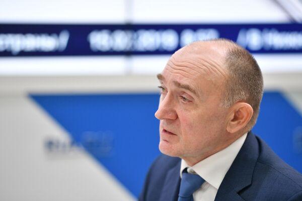 Губернатор Челябинской области Борис Дубровский во время интервью на стенде МИА Россия сегодня на Российском инвестиционном форуме