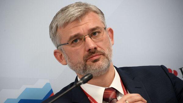Министр транспорта РФ Евгений Дитрих на Российском инвестиционном форуме в Сочи