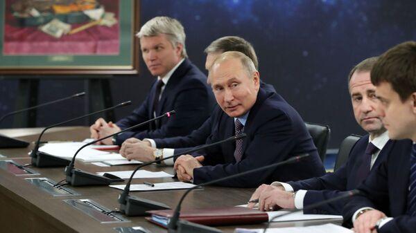Президент РФ Владимир Путин во время встречи с президентом Белоруссии Александром Лукашенко в образовательном центре Сириус в Сочи