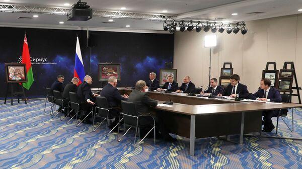 Президент РФ Владимир Путин во время встречи с президентом Белоруссии Александром Лукашенко в образовательном центре Сириус в Сочи. 15 февраля 2019