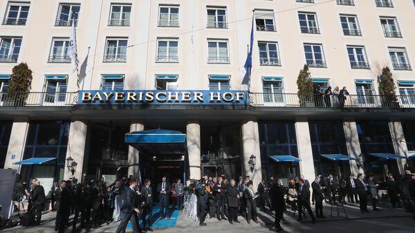 Здание отеля Bayerischer Hof, где проходит Мюнхенская конференция по безопасности