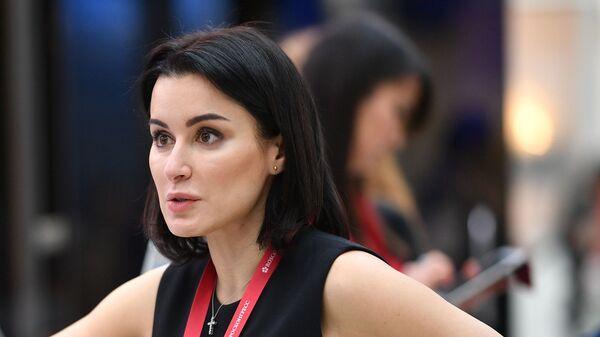 Генеральный продюсер Матч ТВ Тина Канделаки на стенде МИА Россия Сегодня на Российском инвестиционном форуме в Сочи