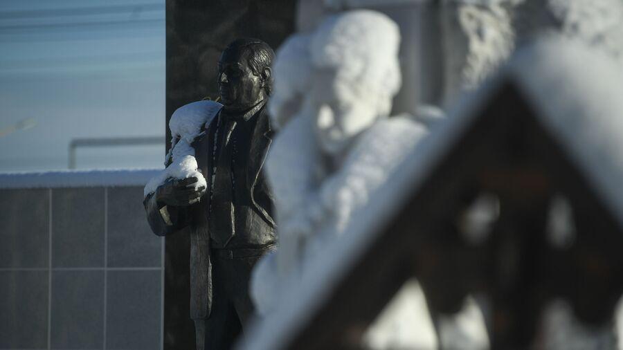 Памятник Аслану Усоян, известному по прозвищу Дед Хасан
