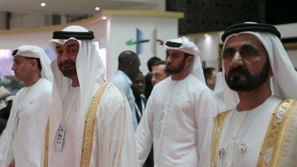 Наследный принц Эмирата Абу-Даби, заместитель верховного главнокомандующего ВС ОАЭ Мухаммед Бен Заид Аль-Нахаяйн  на выставке IDEX в Абу-Даби