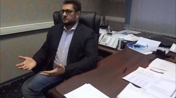 сполняющий обязанности главы города Дзержинский Московской области Сергей Грибинюченко во время задержания по подозрению в получении взятки в своем рабочем кабинете
