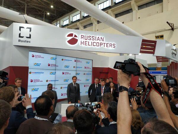 Министр промышленности и торговли РФ Денис Мантуров на выставке Aero India в Бангалоре