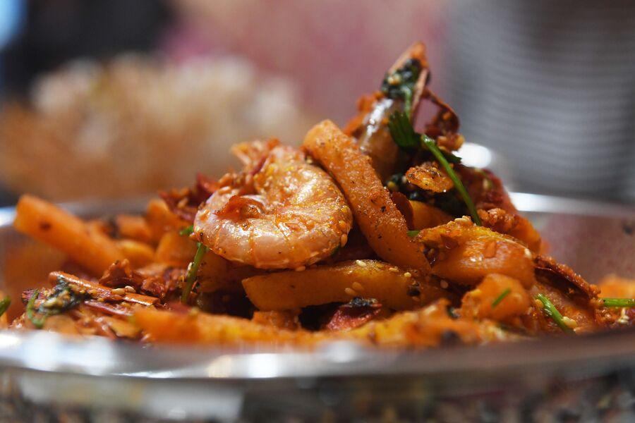 Картофель фри с острыми креветками