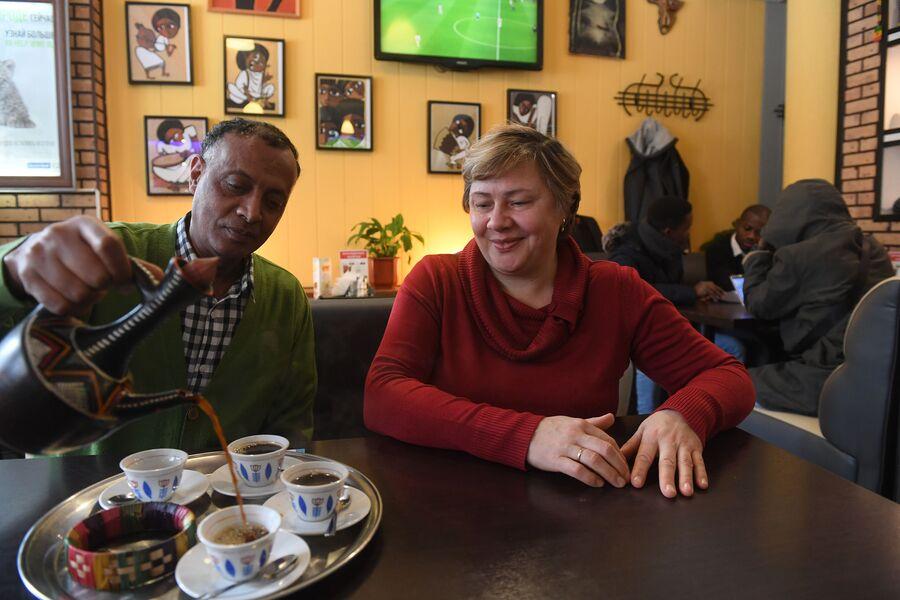 Директор кафе эфиопской кухни Тефера Васие и совладелица Анна Марченкова
