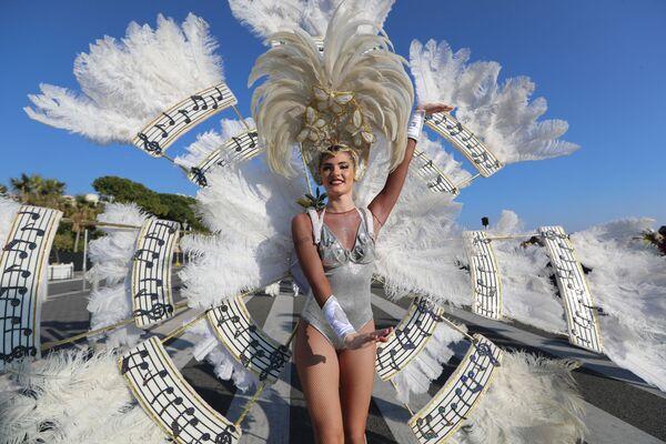 Участница карнавала в Ницце, Франция