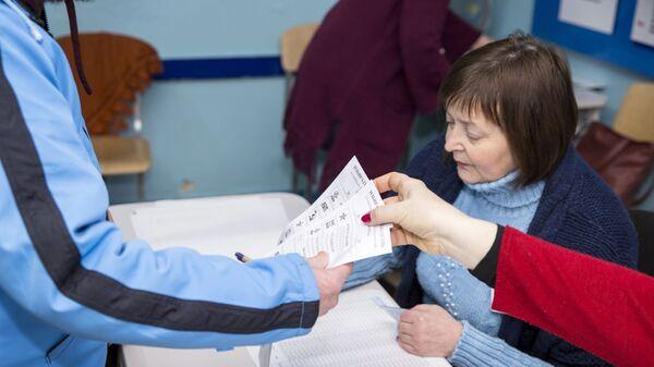Голосование на парламентских выборах в Молдавии на избирательном участке в Кишиневе. 24 февраля 2019