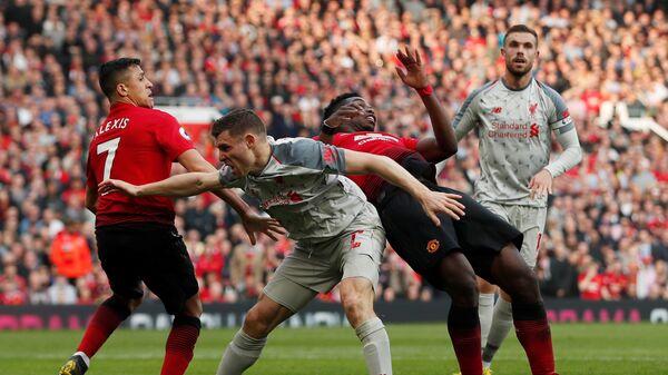 Игровой момент матча Манчестер Юнайтед - Ливерпуль