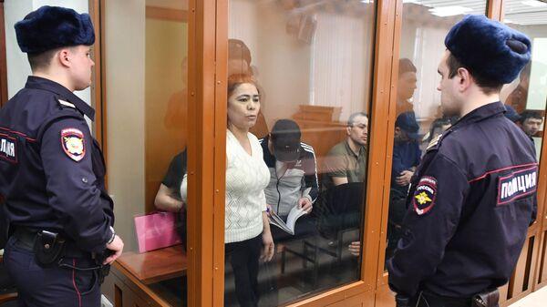 Подозреваемая в соучастии в организации теракта в петербургском метро Шохиста Каримова на заседании в Московском окружном военном суде.