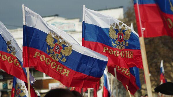 Российские флаги на митинге в Севастополе