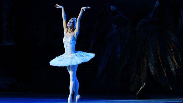 Наталья Огнева в роли Одетты в балете Лебединое озеро на сцене Государственного Кремлевского дворца