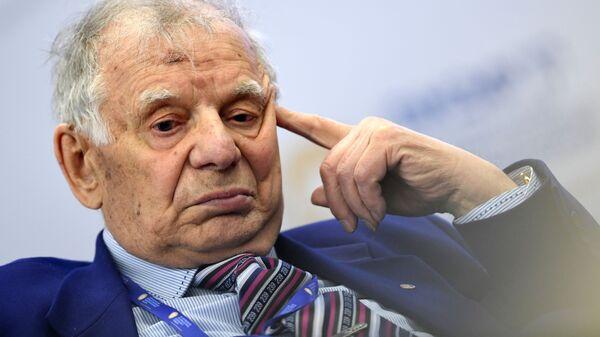 Лауреат Нобелевской премии по физике, вице-президент Российской академии наук Жорес Алферов