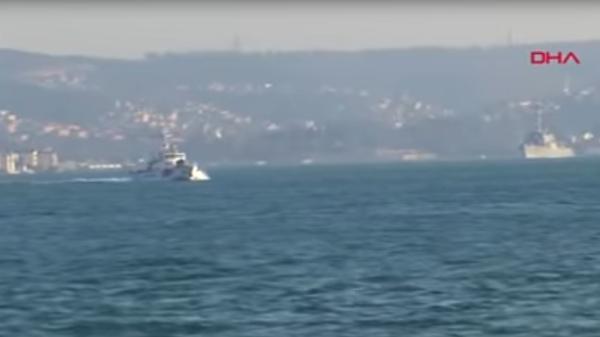 Опубликовано видео встречи российского фрегата с американским эсминцем в Босфоре