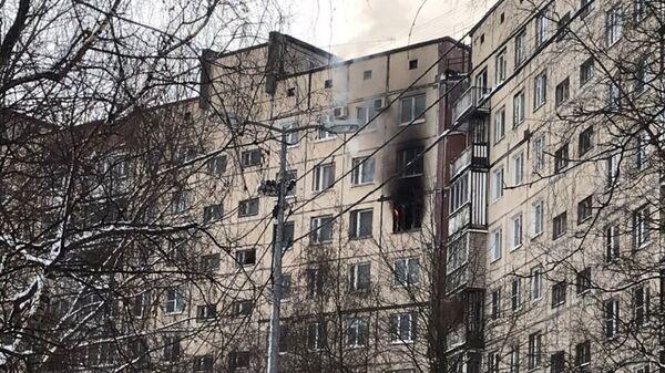 На месте пожара в девятиэтажном доме на Ленской улице в Санкт-Петербурге. 3 марта 2019