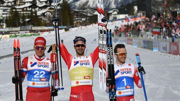 Александр Большунов (Россия) - серебряная медаль,  Ханс Кристер Холунн (Норвегия) - золотая медаль,  Сьюр Рёте (Норвегия) - бронзовая медаль