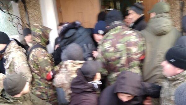 Радикалы из экстремистского движения Правый сектор (запрещено в РФ) и сторонники новой церкви Украины захватили храм в Тернопольской области. 4 марта 2019