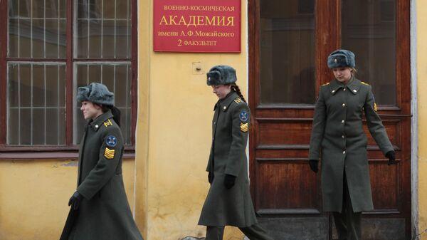 Девушки-курсантки на занятиях в Военно-космической академии им. А.Ф.Можайского