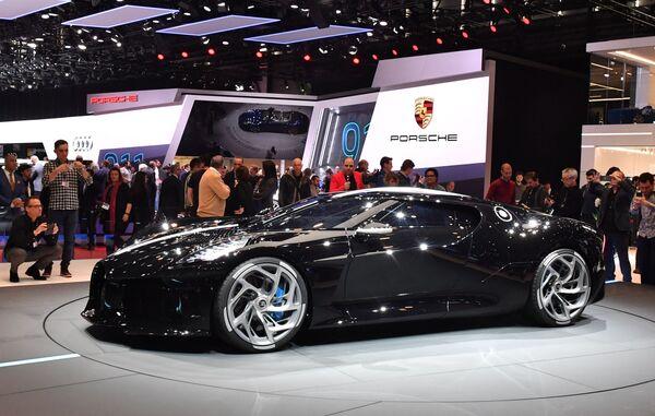 Гиперкар Bugatti La Voiture Noire на Международном Женевском автосалоне 2019