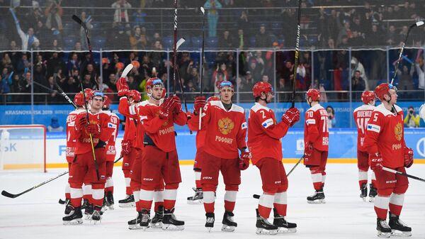 Хоккеисты сборной России радуются победе над командой США