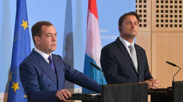 Председатель правительства РФ Дмитрий Медведев и премьер-министр Люксембурга Ксавье Беттель во время совместной пресс-конференции по итогам переговоров в Люксембурге.