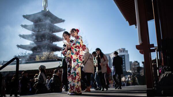 Девушки в кимоно в Токио, Япония