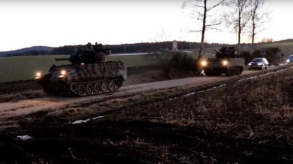 Американцы на учениях загримировали бронетранспортеры под Т-72Б3