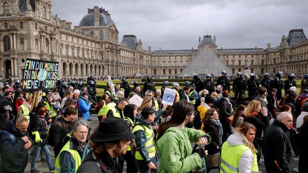 Протестующие в желтых жилетах в Париже, Франция. 9 марта 2019