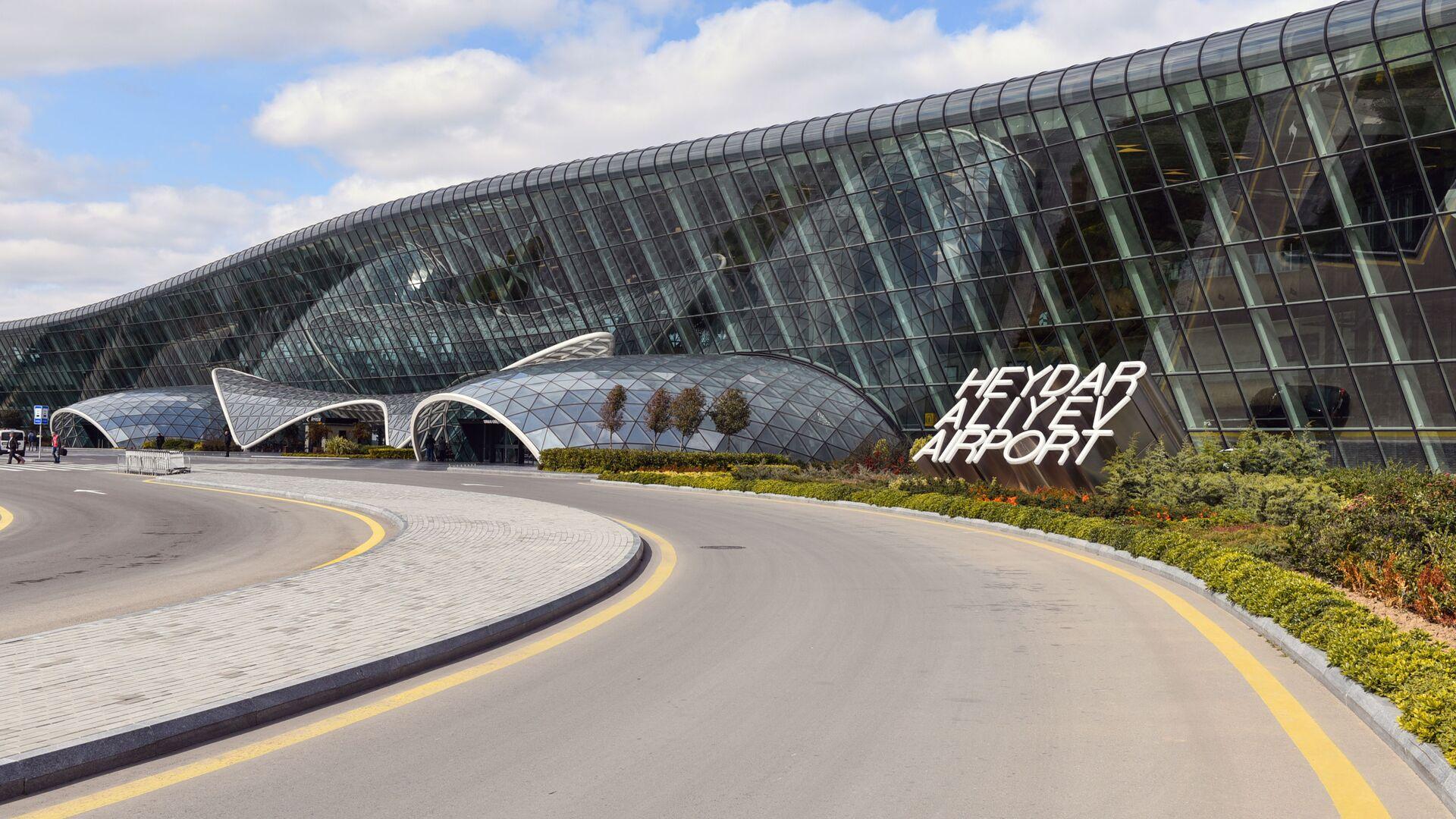 1551693241 0:160:3072:1888 1920x0 80 0 0 3ac52da5e50b99e3e68b5ecd74e8b177 - В Баку ограничили работу аэропорта из-за введения военного положения