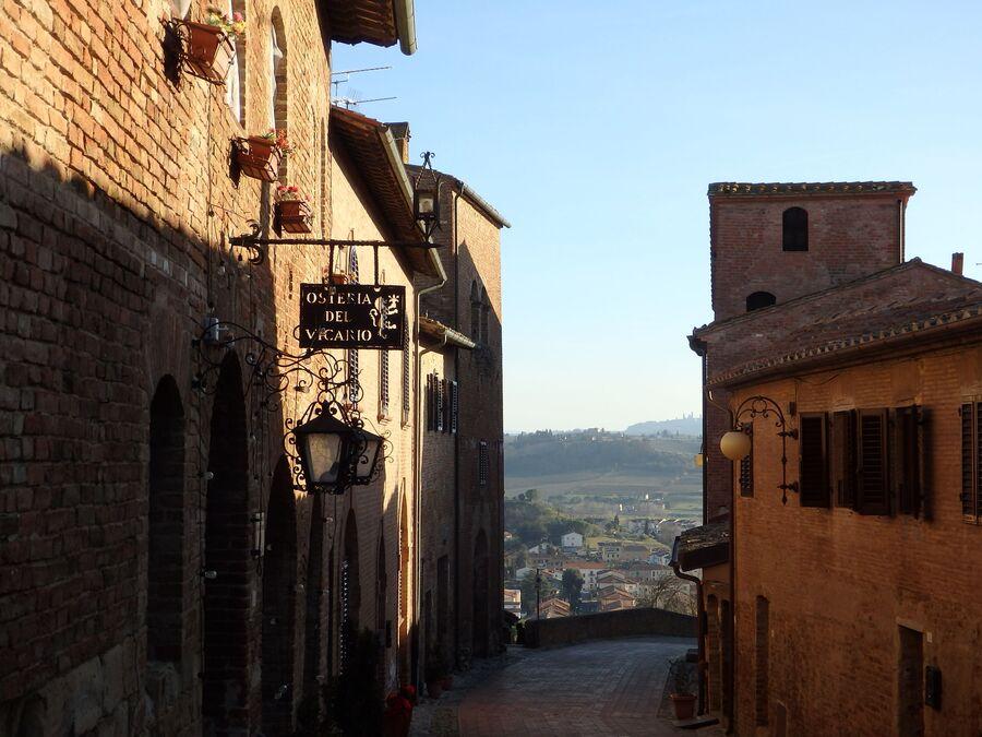 Тоскана. Чертальдо. Старый город