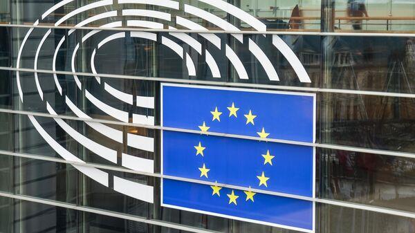 Логотип на здании Европарламента в Брюсселе