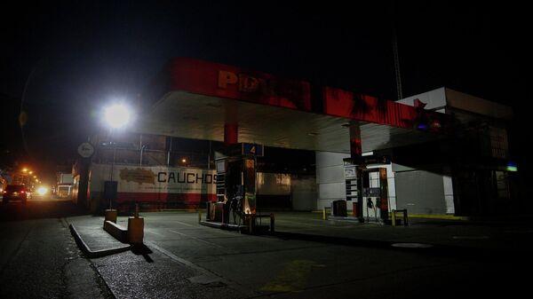 Закрытая автозаправочная станция в Каракасе