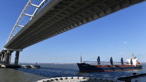 Действующая автомобильная часть Крымского моста