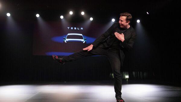 Глава компании Tesla Илон Маск во время презентации автомобиля Tesla Model Y. 14 марта 2019