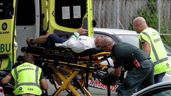 Сотрудники скорой помощи на месте стрельбы в мечете Крайстчерч, Новая Зеландия