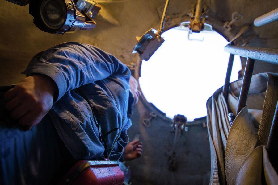 Люк всплывающей спасательной камеры подводного крейсера Юрий Долгорукий