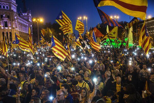 Участники акции в поддержку независимости Каталонии в Мадриде. 16 марта 2019